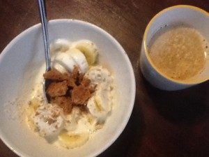 Yoghurt plus banana and buckwheat speculoos