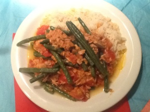 tuna in garlicky tomato sauce with green beans